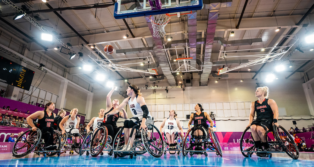 Canadians in wheelchair basketball action at Lima 2019