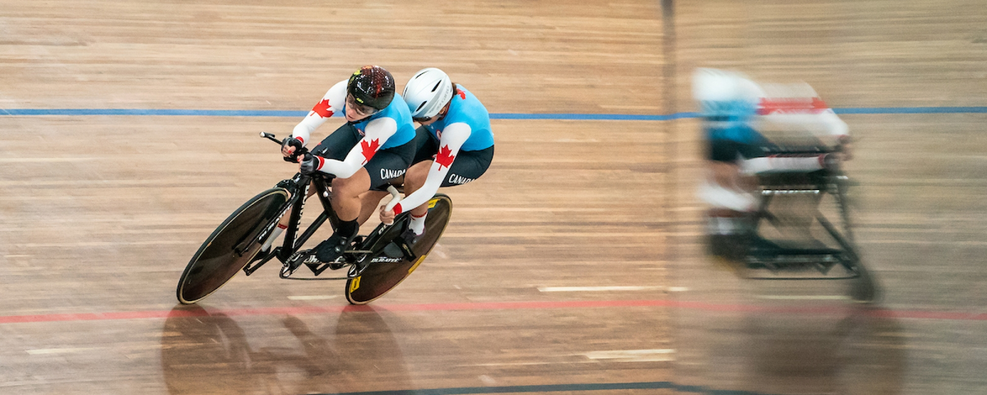 Annie Bouchard and pilot Evelyne Gagnon compete in tandem cycling at the Lima 2019 games