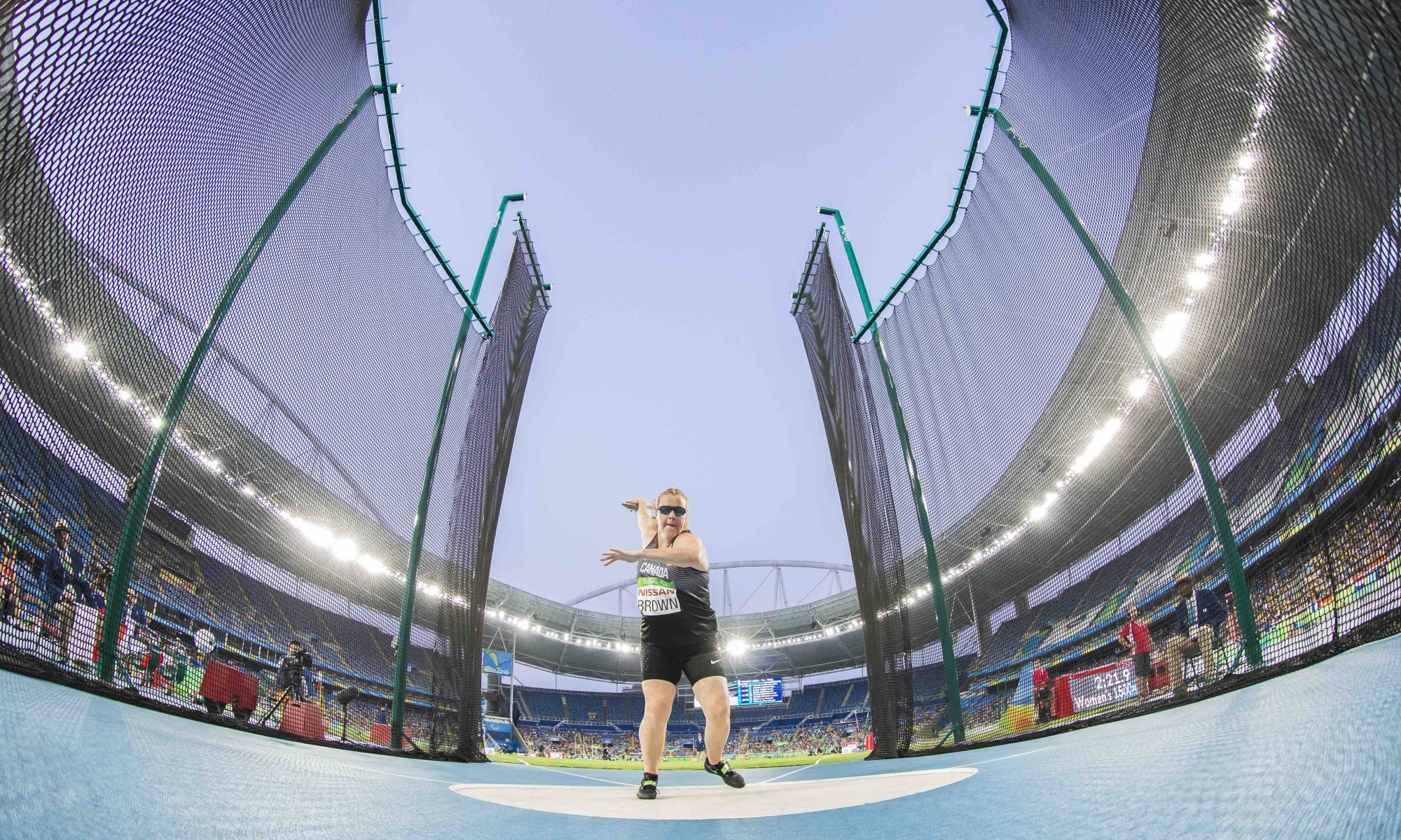 Jenn Brown throwing the discus
