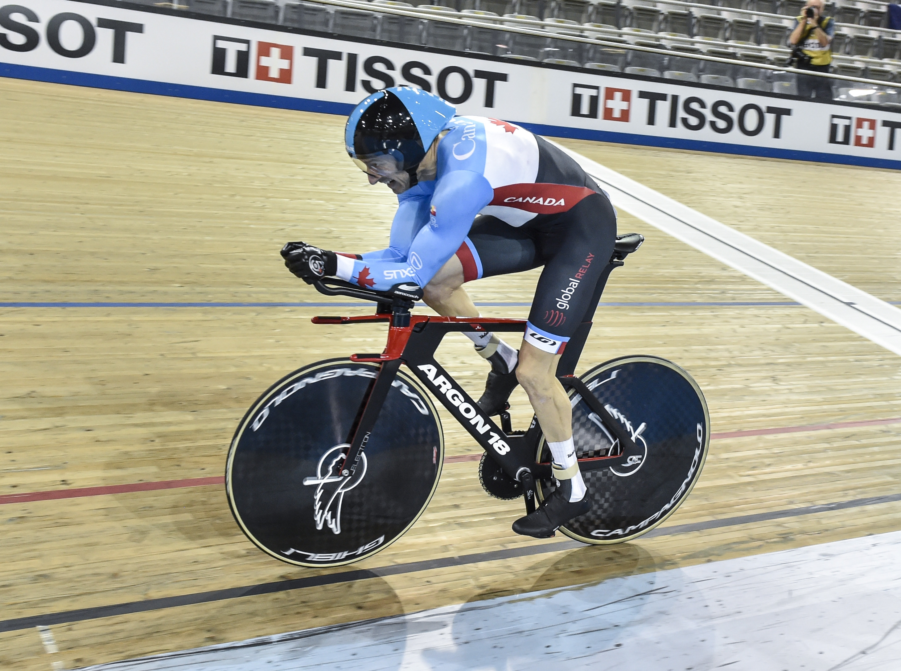 Tristen Chernove competing at the 2020 UCI Para Cycling Track World Championships